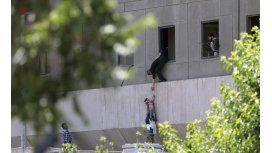 Un doble atentado en Irán dejó al menos ocho muertos