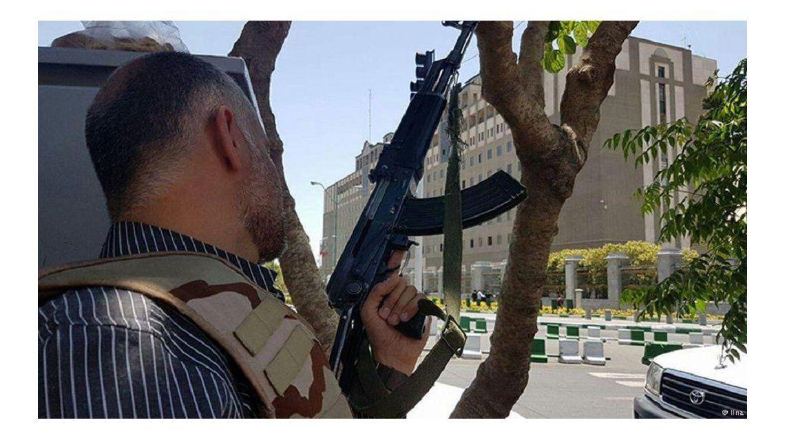 Al menos siete muertos por dos atentados en Irán