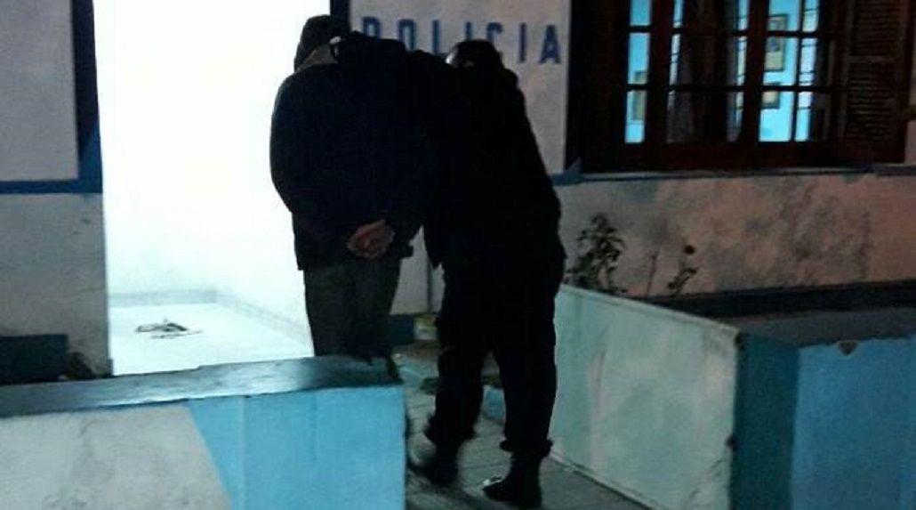 El hombre quedó detenido tras el ataque. Crédito: diario La Brújula 24