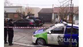 La Plata: sigue grave la policía baleada en una entradera