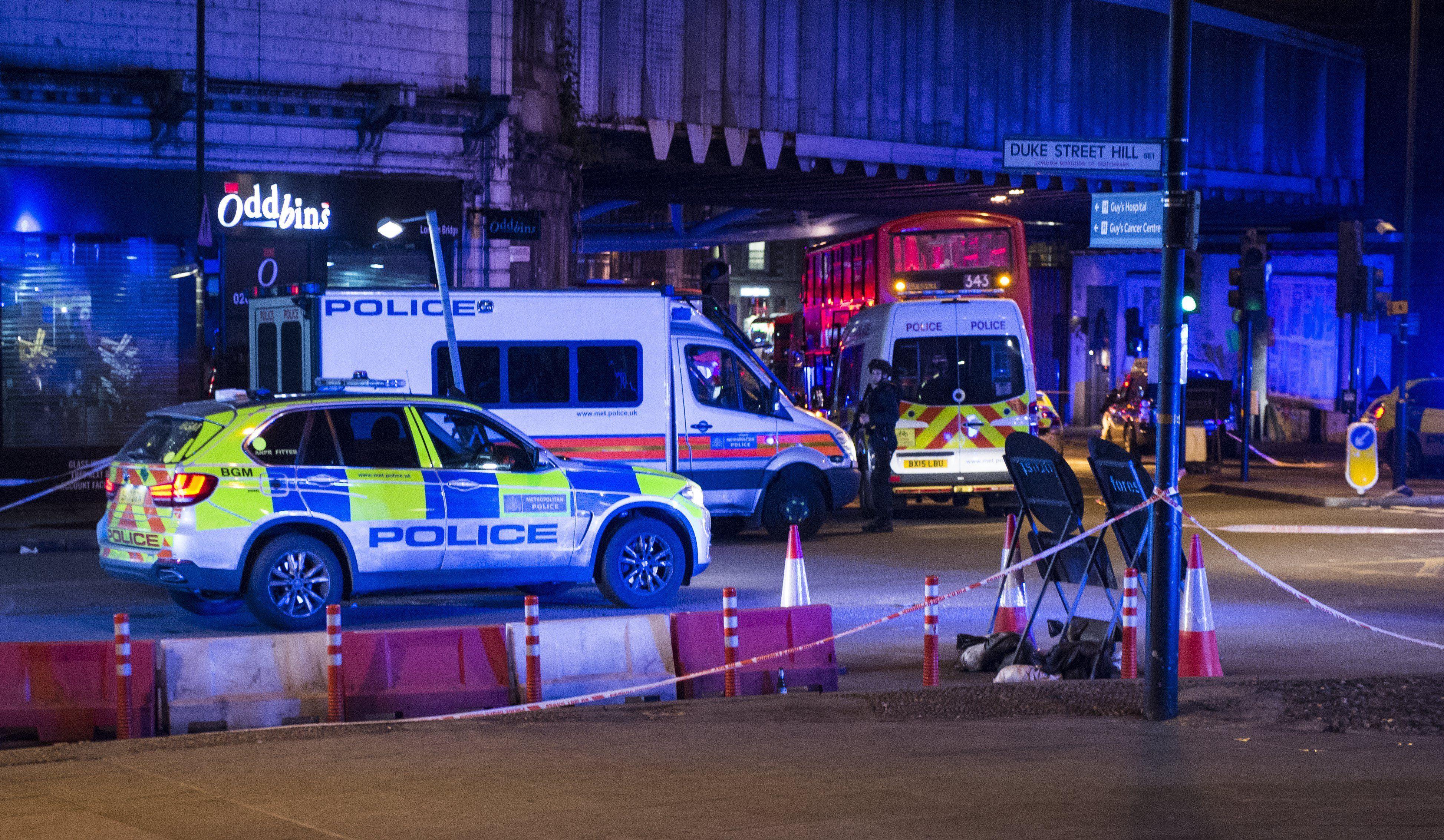 Atentados en Londres: 7 víctimas y 3 atacantes muertos y 50 heridos