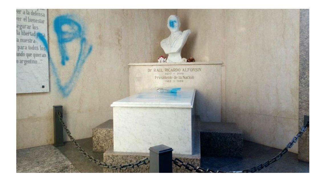 Así quedó el Mausoleo de Alfonsín
