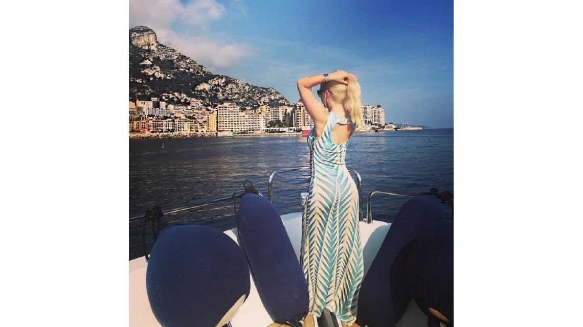 Wanda Nara deja entrever su tanga en Mónaco