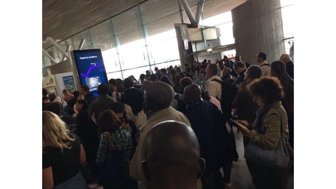 Evacuan el aeropuerto de París por un paquete sospechoso