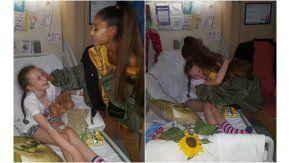Ariana Grande junto a una de las vícytimas del atentado del Manchester Arena