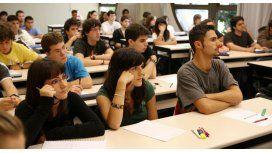 Tres periodistas analizan la economía actual en la USAL