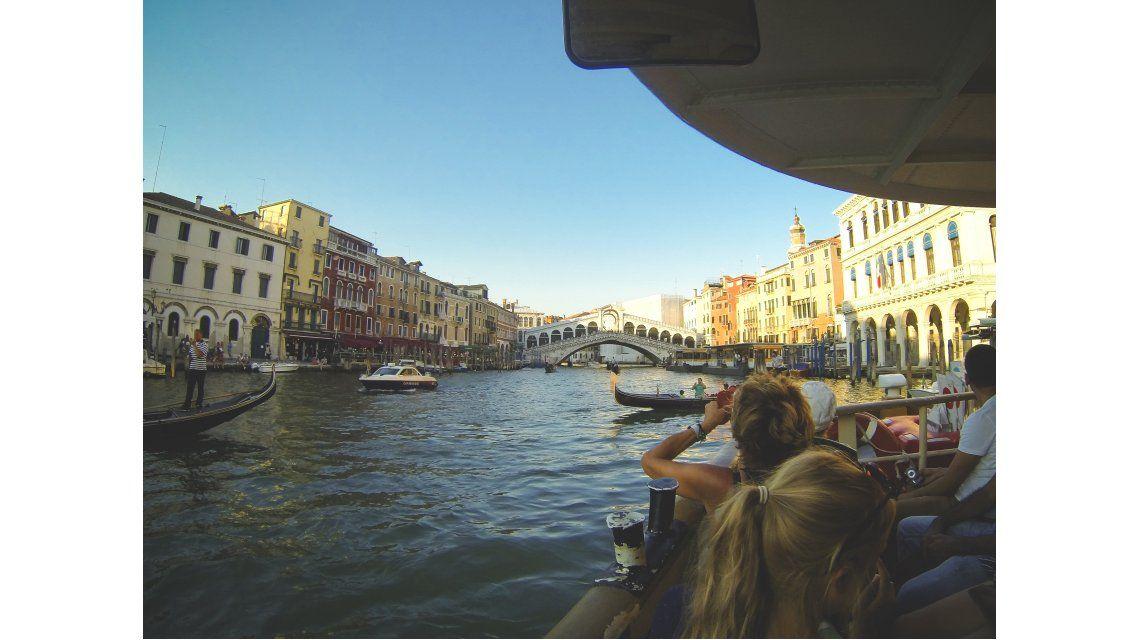 Los canales de Venecia tienen un tránsito pesado