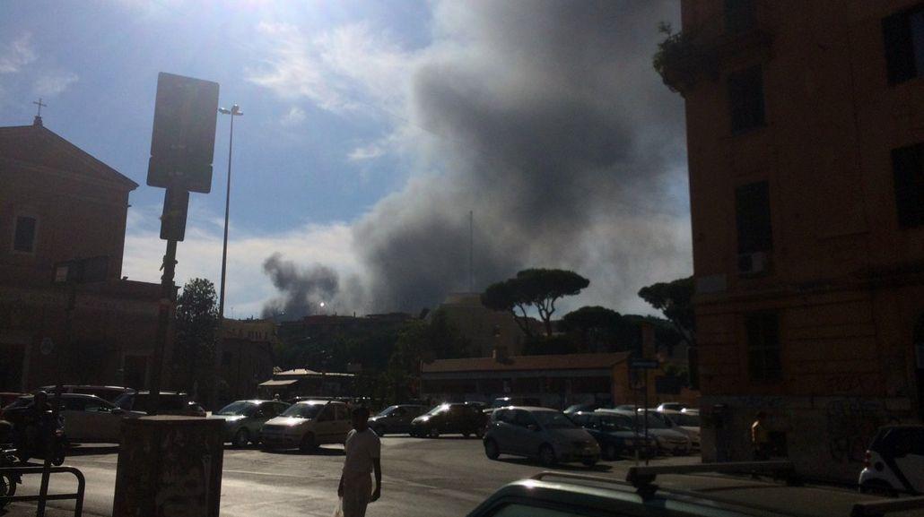 Asi se ve la columna de humo en el Vaticano