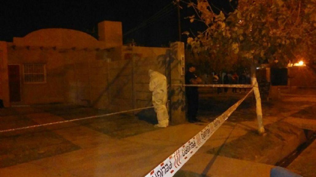 La policía cercó la casa del hombre que se quemó vivo en San Juan