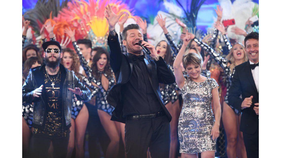 Marcelo Tinelli saluda en la gran apertura de Showmatch 2017