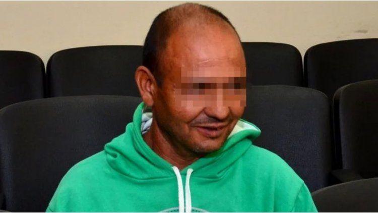 Un hombre acusado de abusar de su hijastra quiere determinar su propia condena