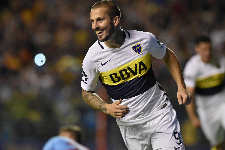 Darío Benedetto celebrando un gol