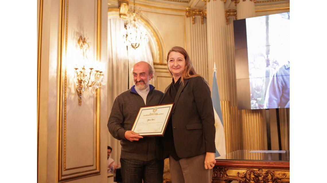 Declararon ciudadano ilustre de la ciudad de Buenos Aires al padre Toto