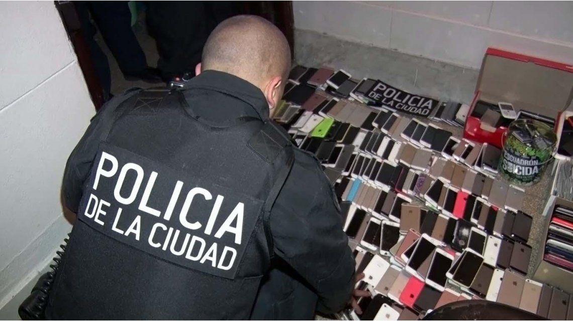La policía secuestró más de mil celulares