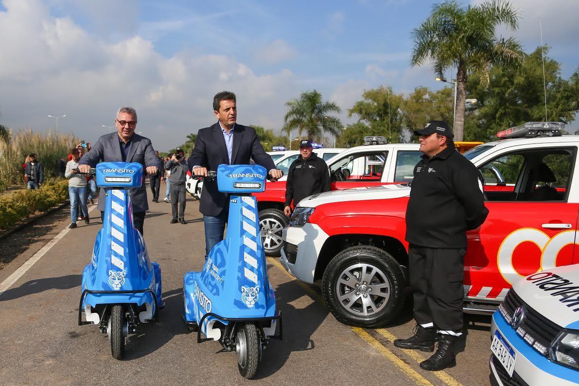 Zamora y Massa entregaron vehículos destinados a la protección ciudadana