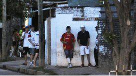 Estrella del fútbol argentino juega con una bala en la espalda