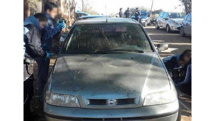 El auto donde Gómez le disparó a González y luego se suicidó