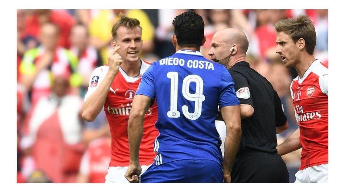 El insulto de Holding a Diego Costa que lo convirtió en ídolo del Arsenal