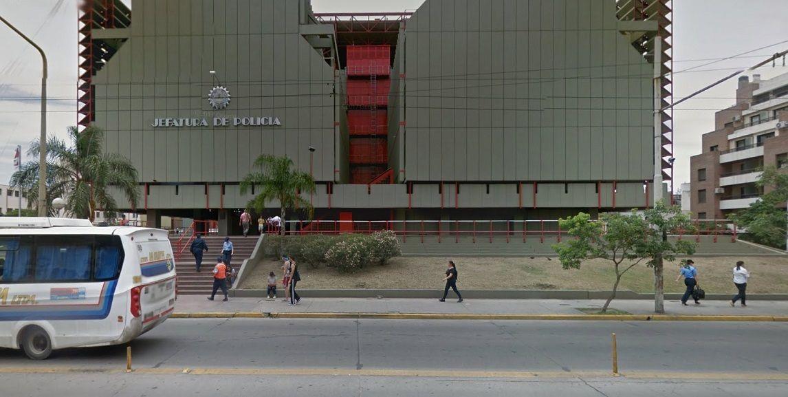 Le robaron 500 mil dólares frente a la Jefatura de Policía de Córdoba