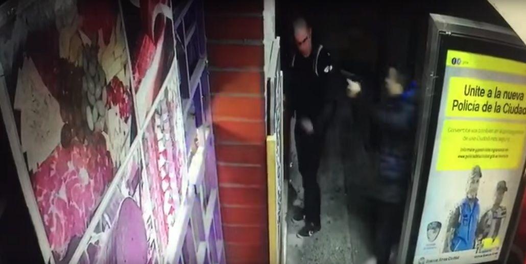 El momento del ataque a tiros al bombero en Villa Soldati