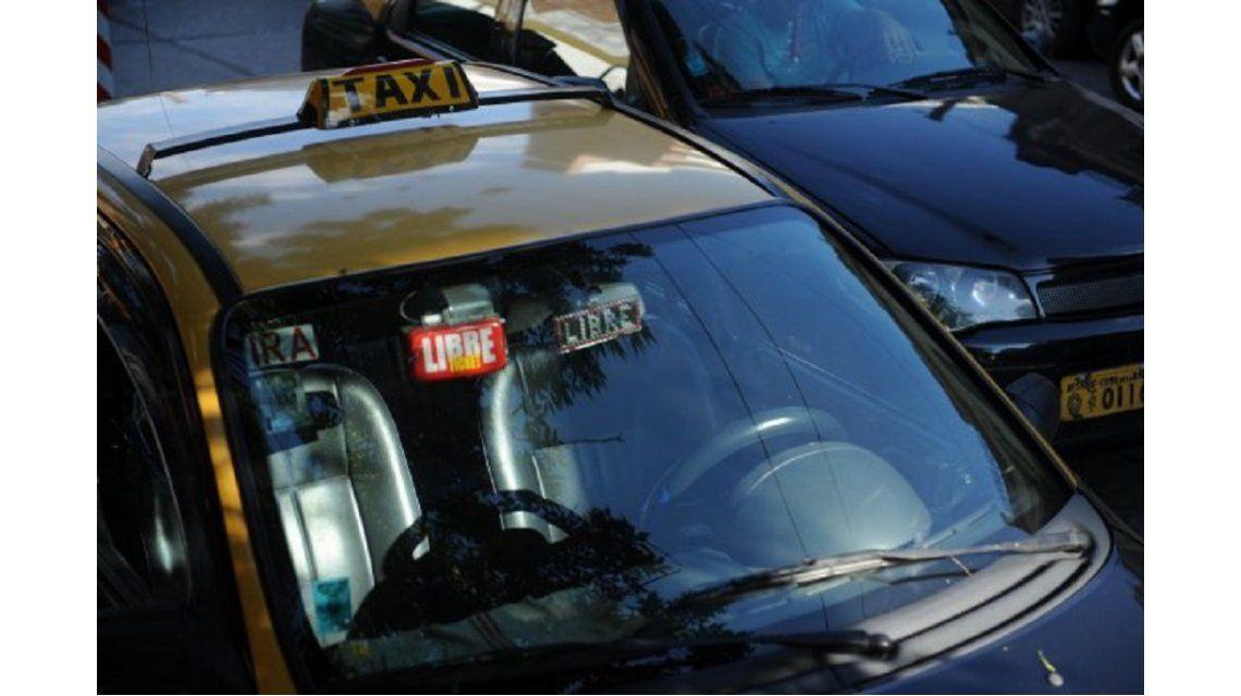 Detenidos por tener sexo en un taxi - Crédito: www.lacapital.com.ar