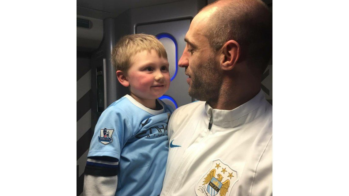 VIDEO: Zabaleta se reencontró con Callum, el Mini Zaba, en su despedida del Manchester City