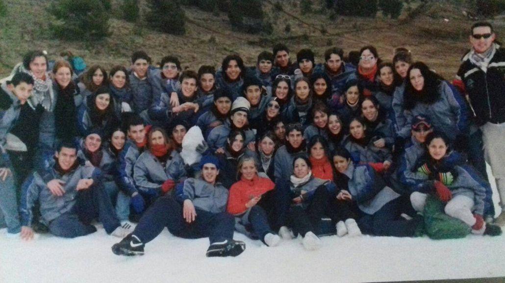 Fue a Bariloche, halló la típica foto de egresados y ahora busca al dueño