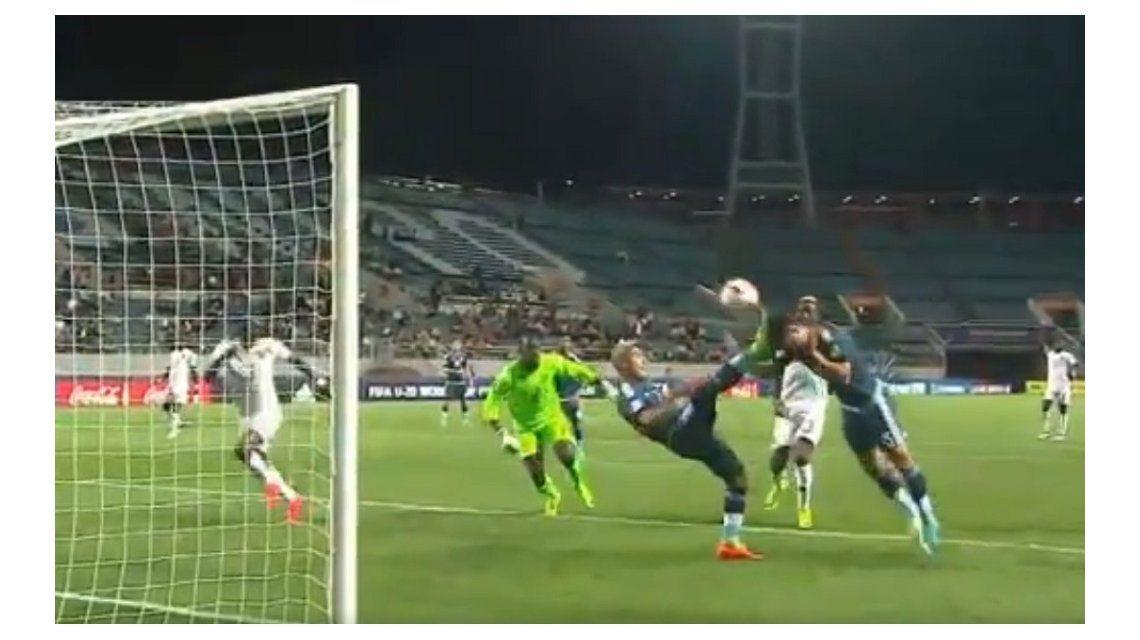 El fuera de juego que anuló el primer gol de Argentina