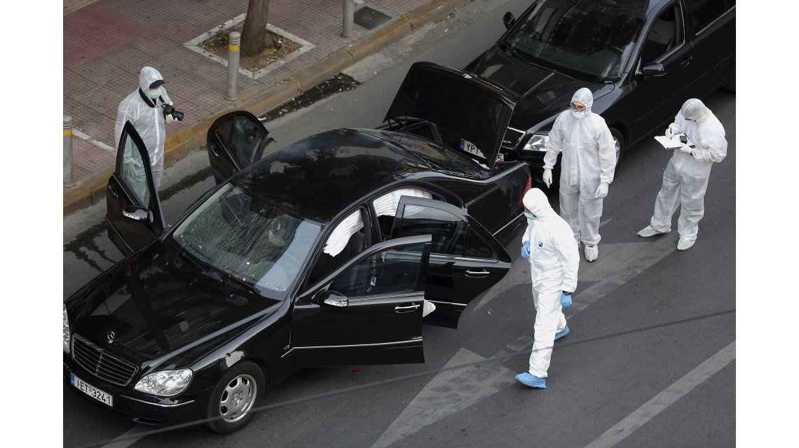 Así quedó el coche de Papadimos tras la explosión
