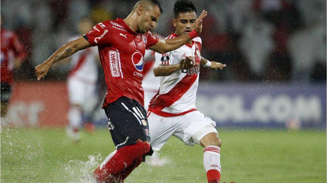 River enfrentó al DIM en Colombia bajo una lluvia torrencial