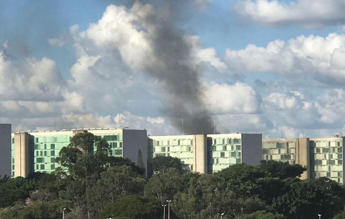 Incendiaron el Ministerio de Agricultura de Brasil