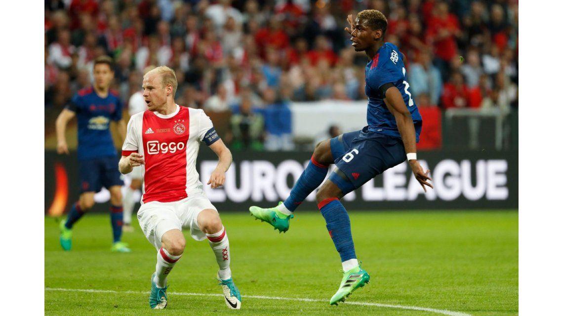 El remate de Pogba que terminará en gol del Manchester United