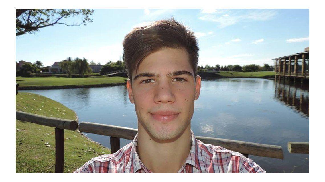 El joven de 20 años pelea por su vida.