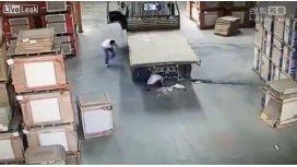 Un camión no vio a una mujer en bicicleta y la atropelló