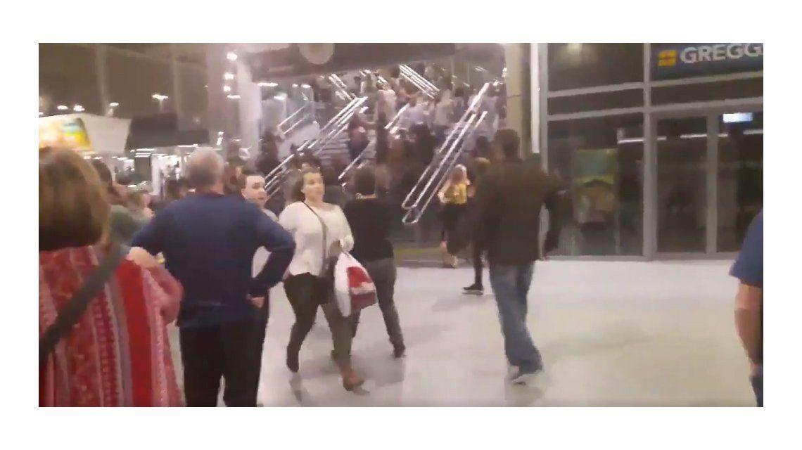 Ariana Grande: desesperante huida del público que asistió al show en el Manchester Arena