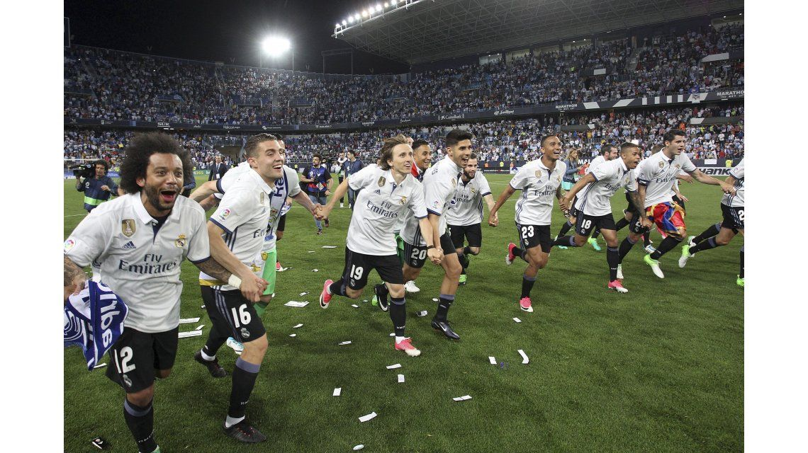 La celebración de los jugadores del Merengue en La Rosaleda