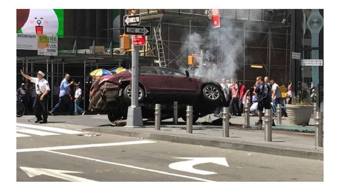 Un auto atropelló a 22 personas en Times Square: hay un muerto