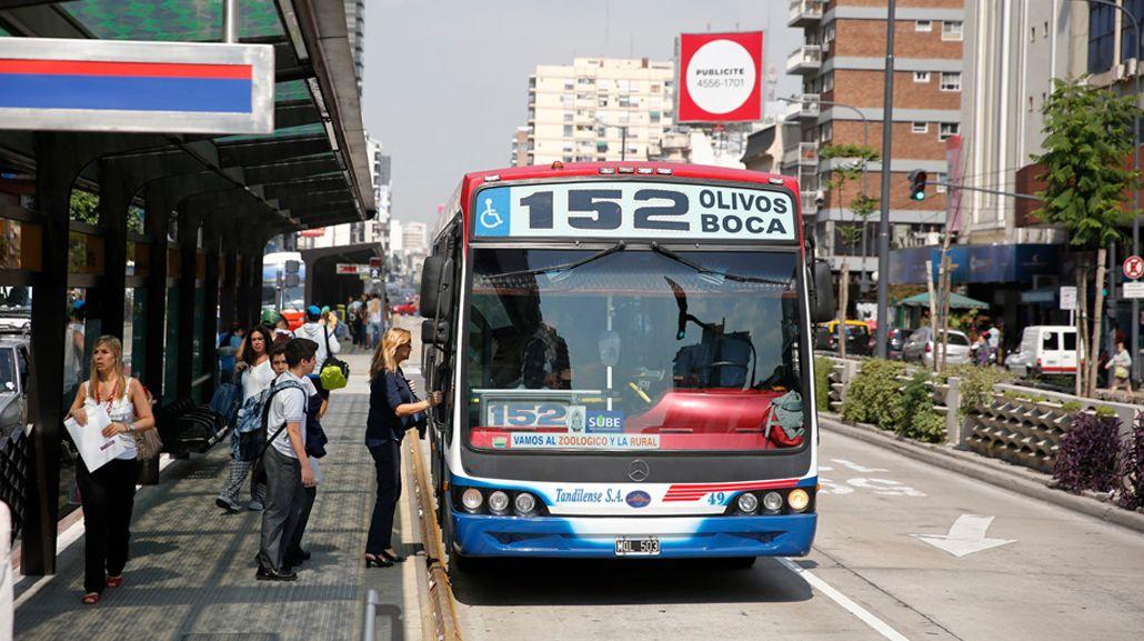 El transporte público es la forma de viajar al trabajo más utilizada