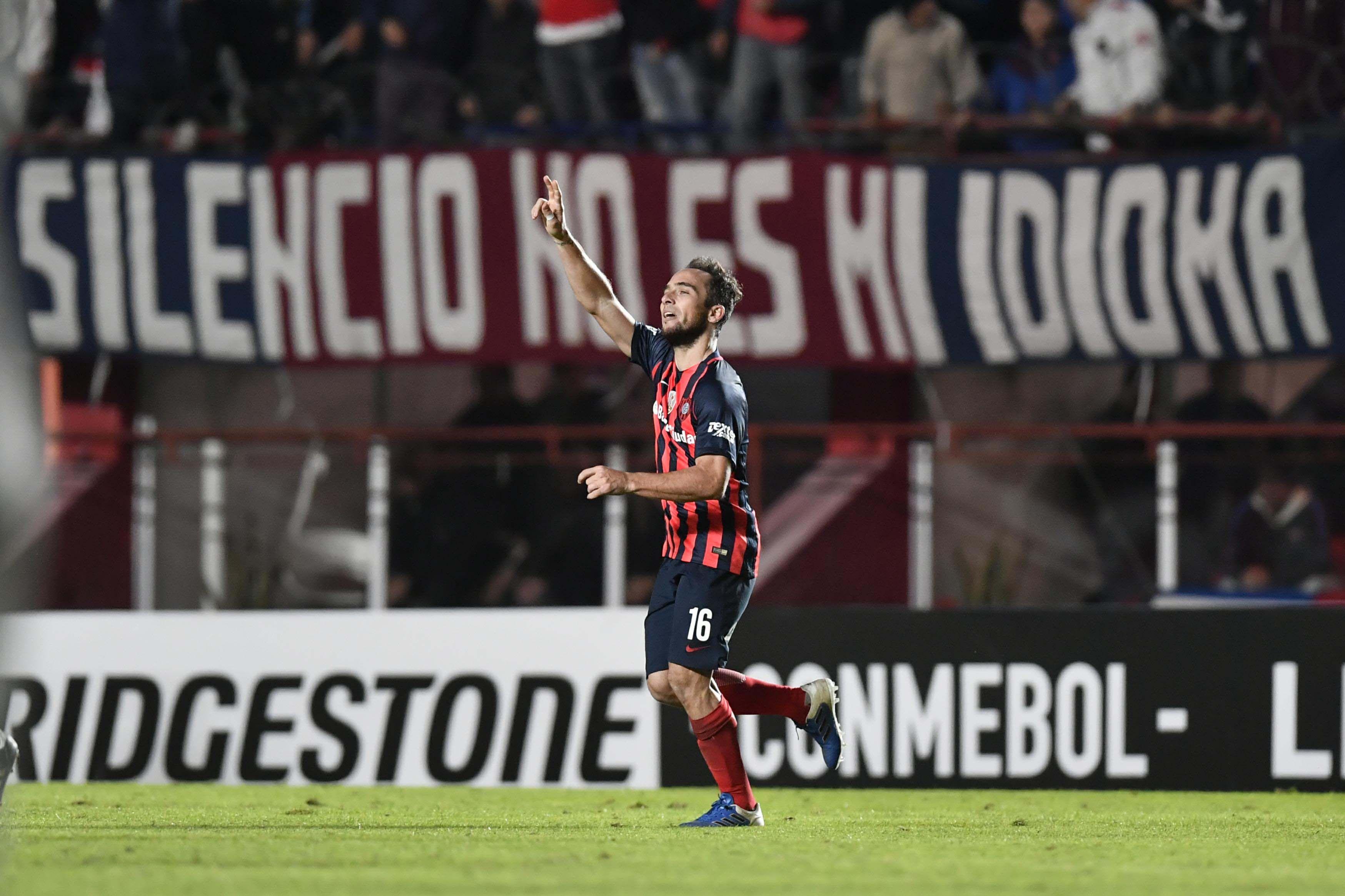 Fernando Belluschi celebra el gol de San Lorenzo ante Flamengo