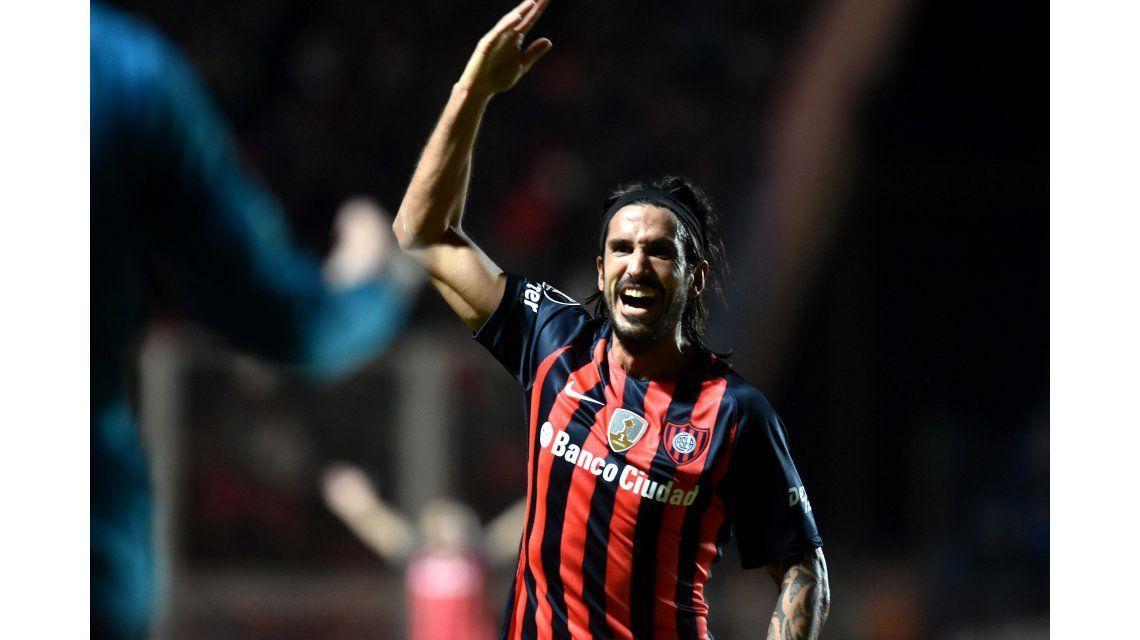 Con un golazo de Belluschi, San Lorenzo ganó y clasificó a los octavos de la Copa