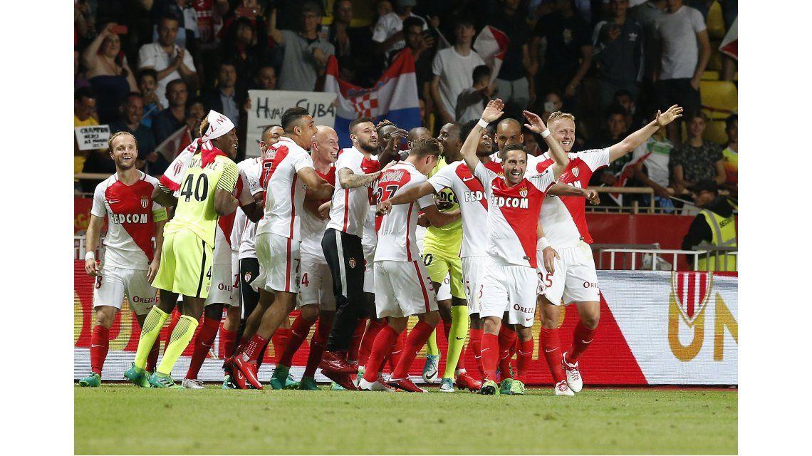 La celebración de los jugadores del Mónaco por el campeonato francés