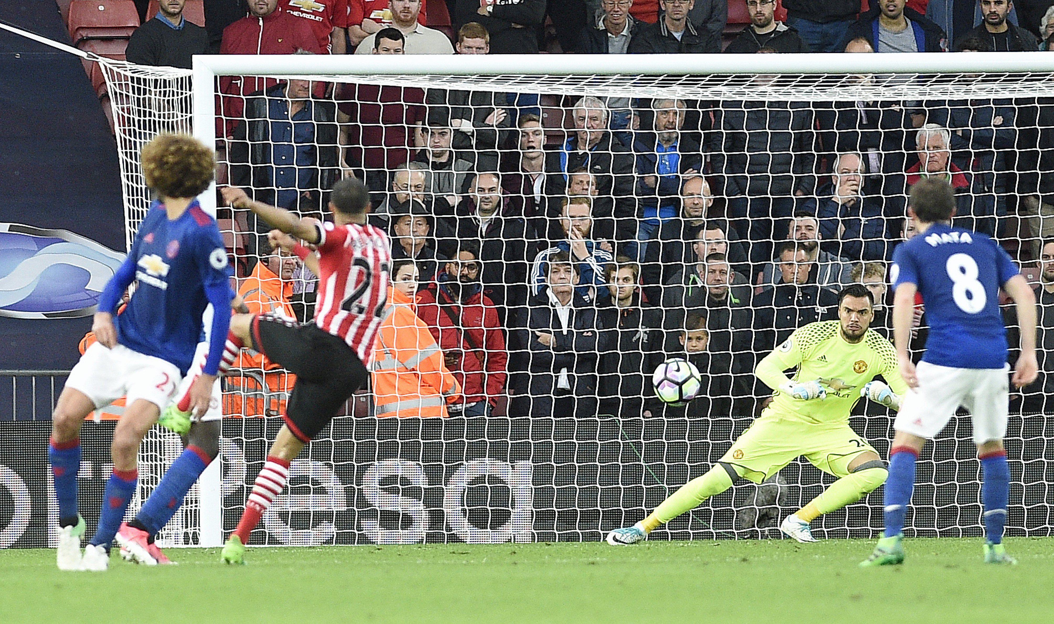 La volada de Sergio Romero ante el Southampton
