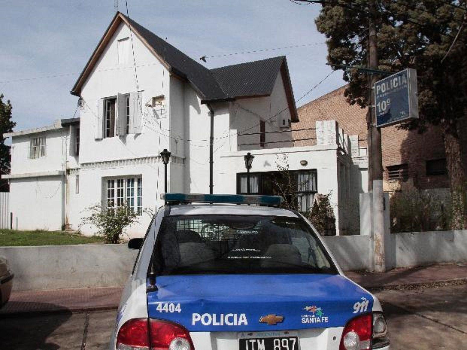 Rosario: fue a realizar una denuncia a la comisaría y terminó muerta