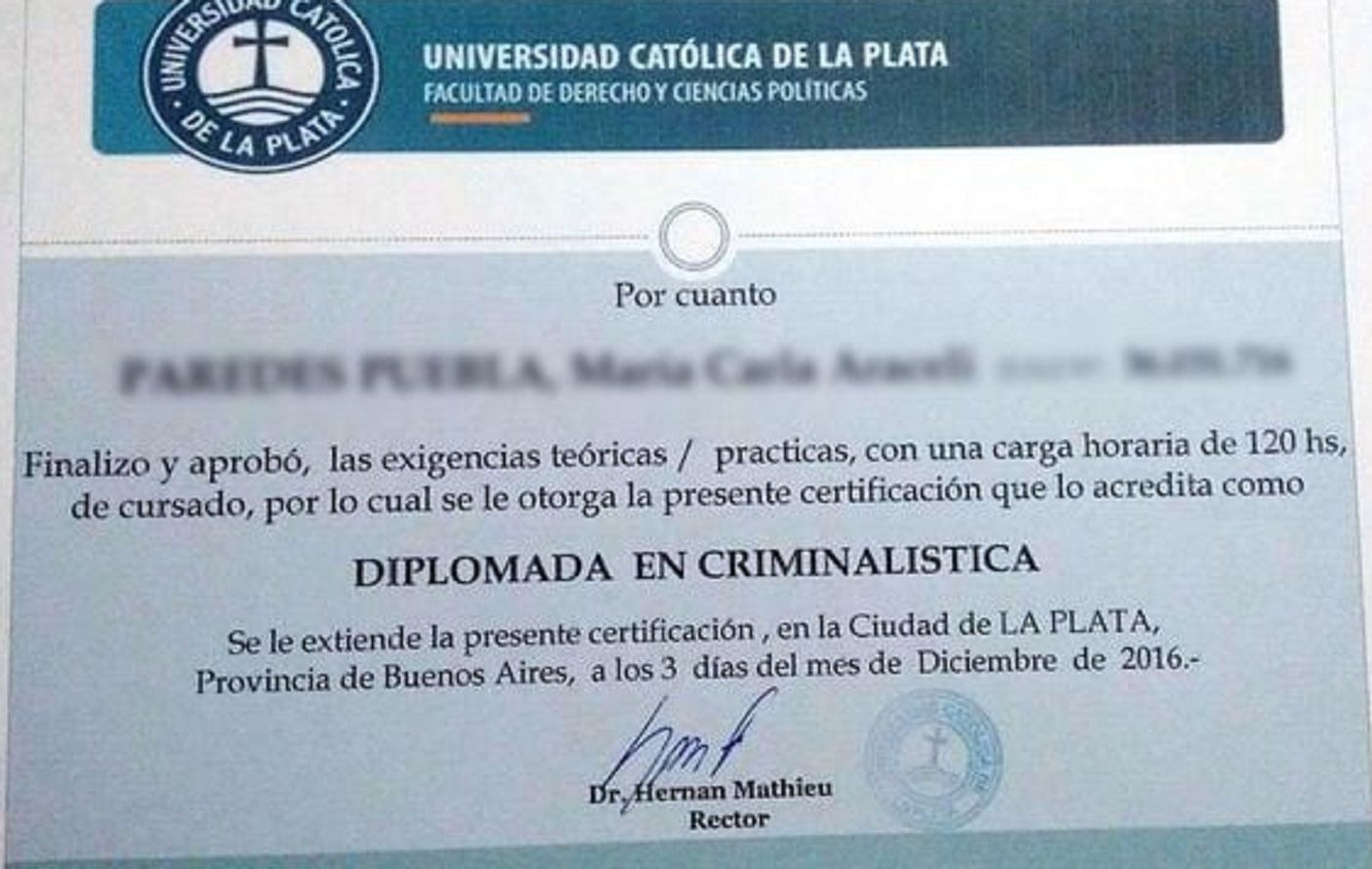 Denuncian a la Universidad Católica por falsificación y estafa