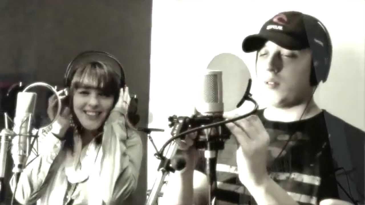 Carla Ameri junto a su hermano cantandoFuiste Tu para Jambao.