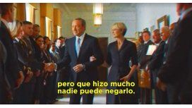 {alttext(House of Cards usó un spot de Menem,#FrankLoHizo: House of Cards parodia la canción que usó Menem en 1999)}