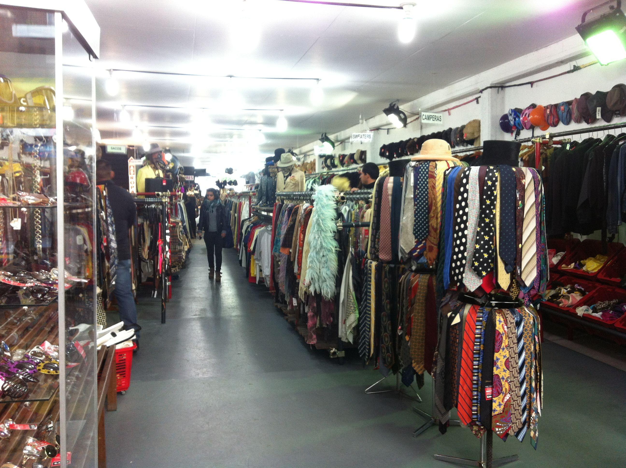 El Gobierno prohibió importar ropa y accesorios usados