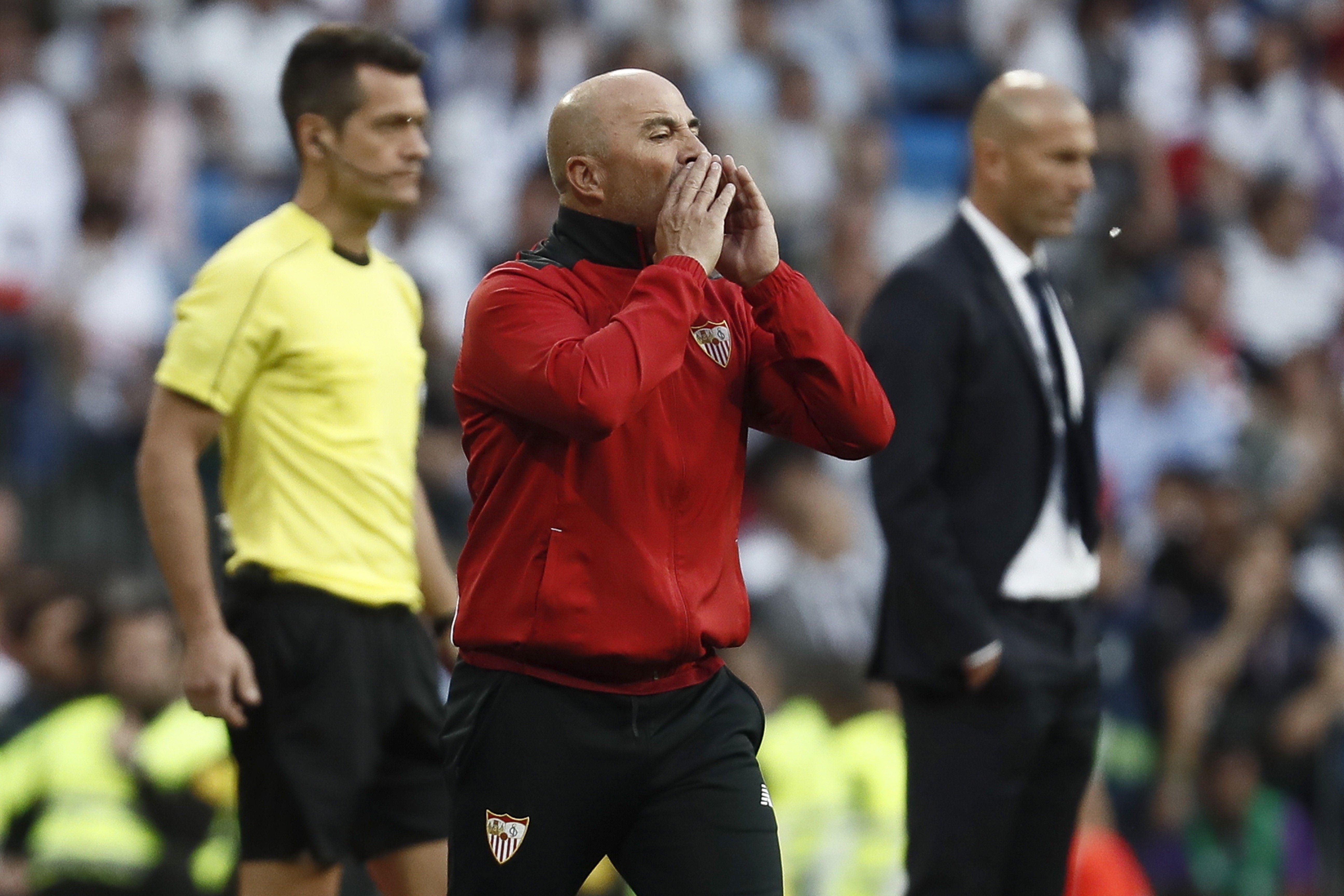 El entrenador sufrió un duro revés ante el puntero de la Liga