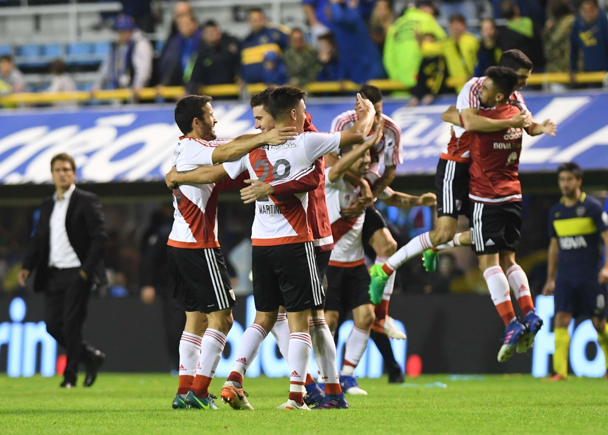 Los jugadores de River festejan el final del Superclásico en el que superaron a Boca por 3 a 1.