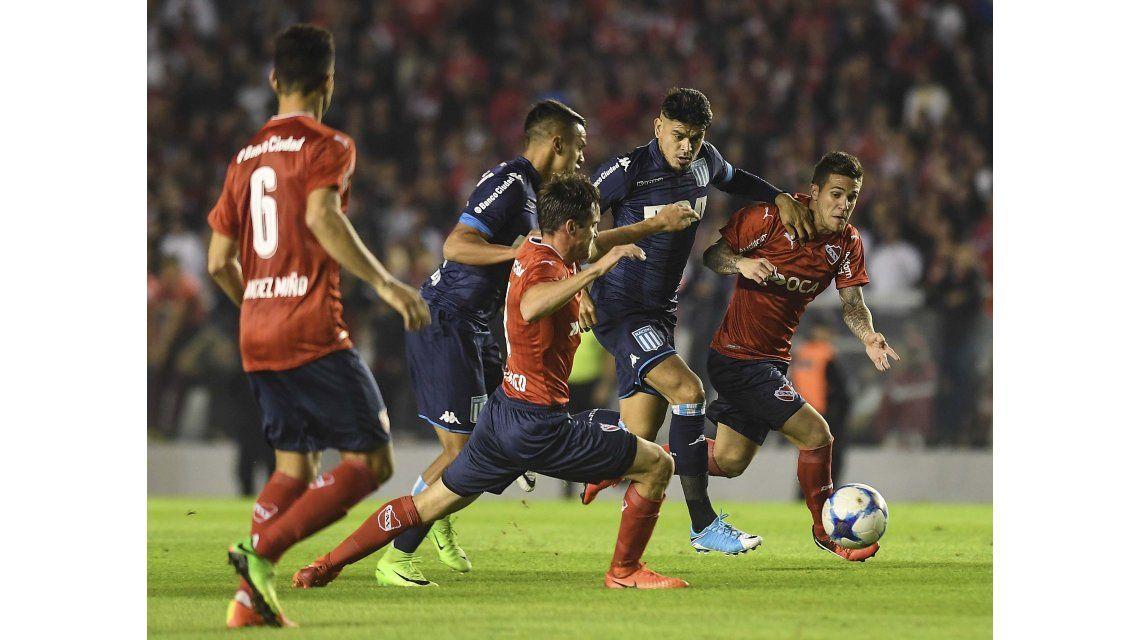 Independiente se quedó con el clásico ante Racing y se prende en la pelea
